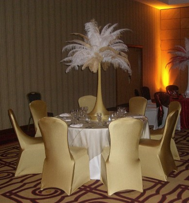 Table Centre: Gold & White Feather Towers