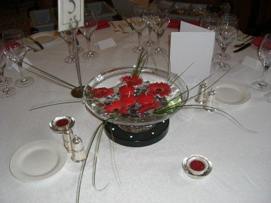 Table Centre: Floating Bowl